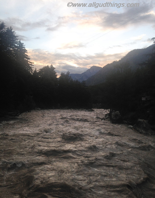 River Paravti in Kasol: monsoon road trips to the Hills