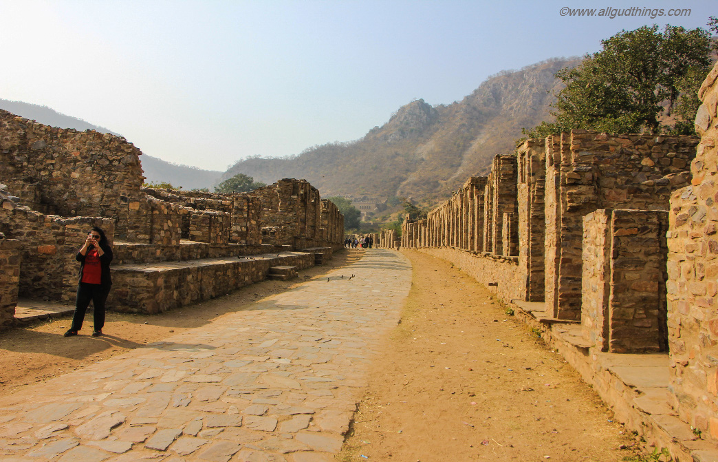 First Glimpse of Haunted Bhangarh Fort from Johari Bazaar