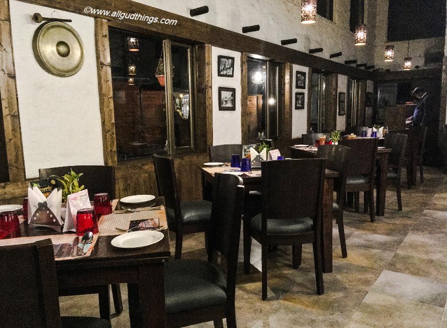 Inside Colonial Restaurant: Aamod Resort Shoghi