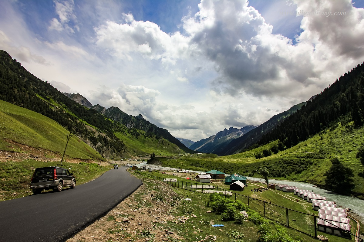 Drive towards Baltal from Sonamarg, kashmir