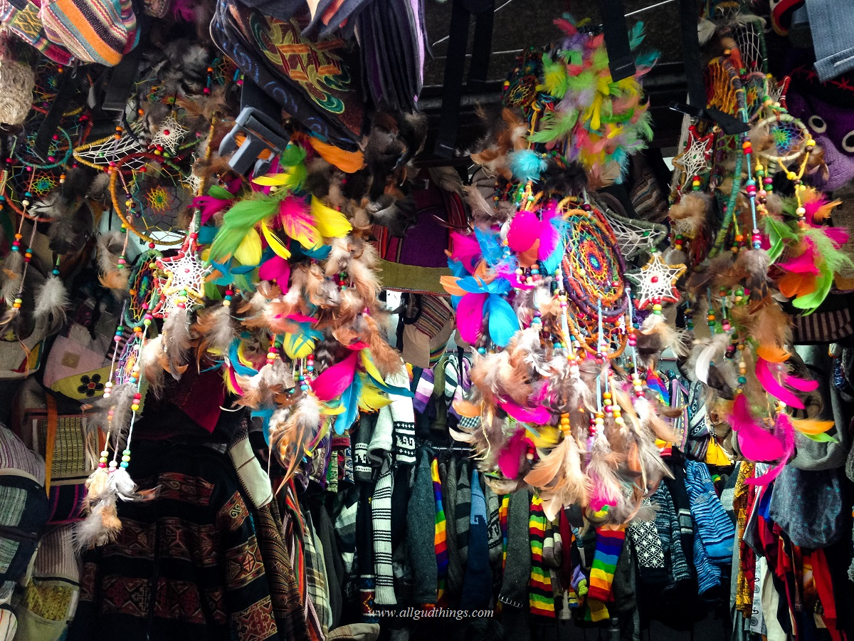 colorful handicraft shops in old manali