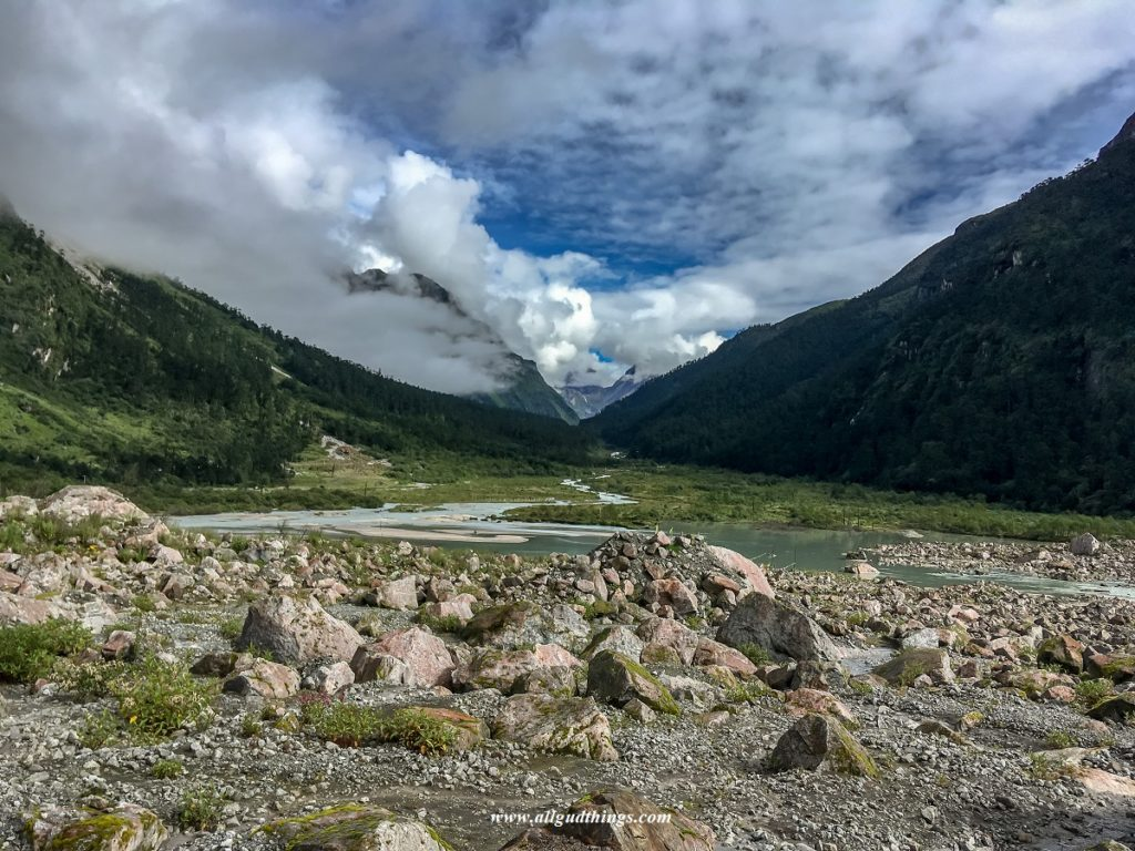 River Lachung Chu Tributary of River Teesta in Yumthang Valley- Darjeeling Sikkim Tour
